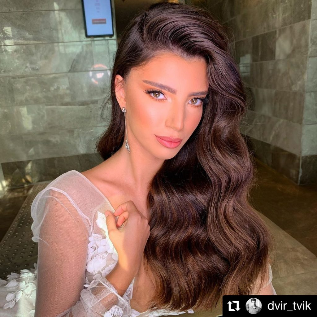 Volumized side part with pretty waves
