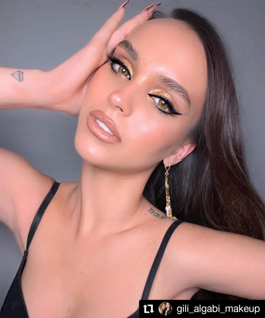 Gold Eyeshadow And Black Eyeliner Look