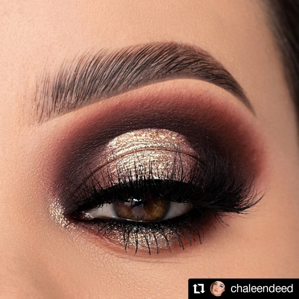 White and Dark Perfection Christmas Makeup Look
